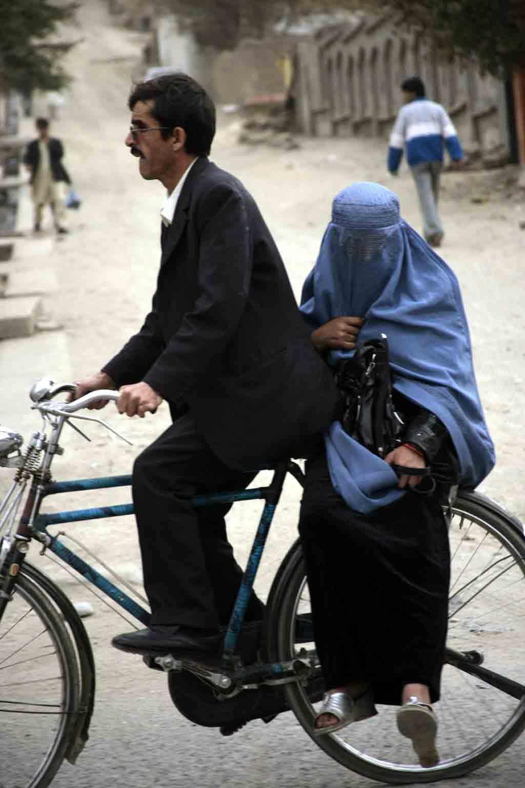 mujeres ciclistas afganas