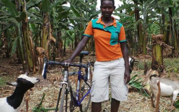 Clementine compró cabras con lo que ganó en sus primeras carreras. foto: face2faceafrica.com