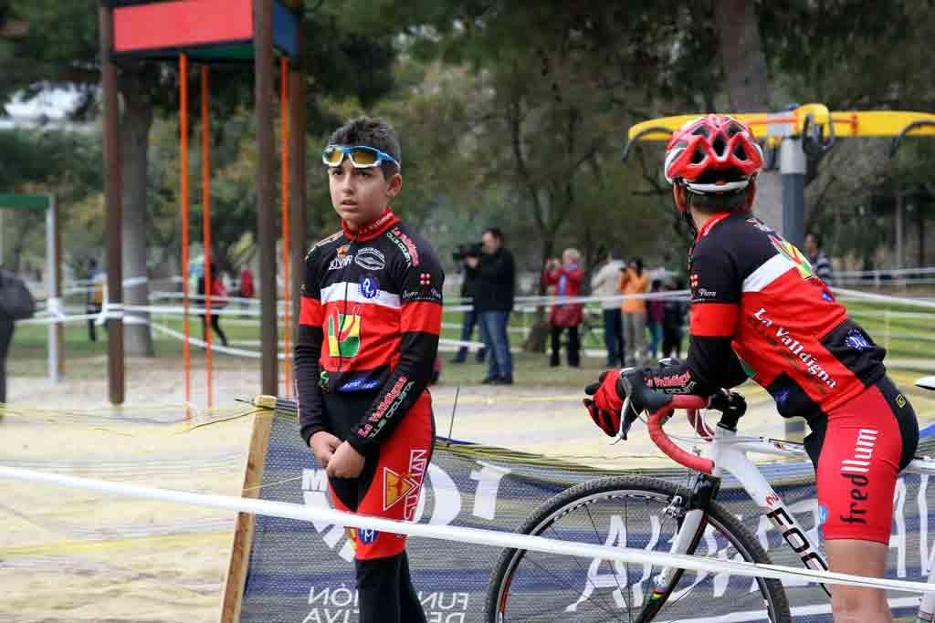Fijándonos en los jóvenes ciclistas, también podemos aprender de ellos foto: qué grande ser ciclista