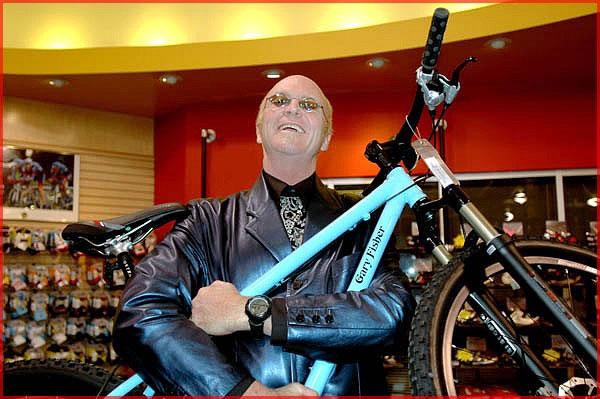 ciclista envejece Gary Fisher, un ejemplo de salud pasados los 60.
