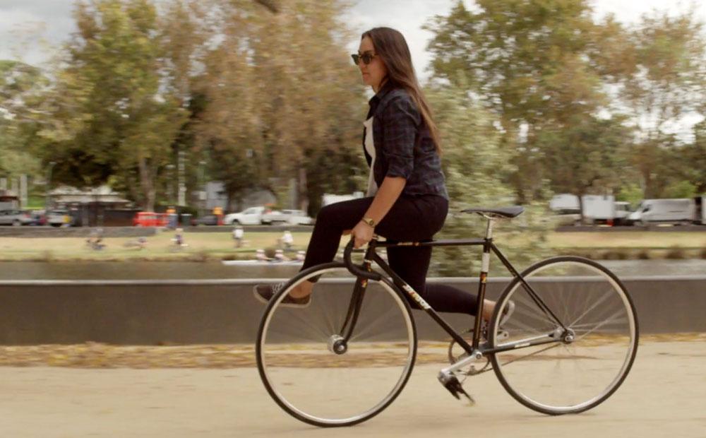 5 chicas enamoradas de las bicicletas fixie