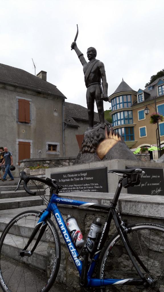 Tourmalet Estatua dedicada a la increíble hazaña de Eugène Christophe foto: qué grande ser ciclista