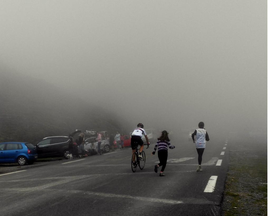 Tourmalet A punto de cumplir el sueño a los 50 rodeado de la niebla y la familia. foto: qué grande ser ciclista