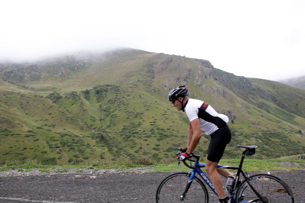 Tourmalet El esfuerzo es agónico desde La Mongie hasta el final foto: qué grande ser ciclista