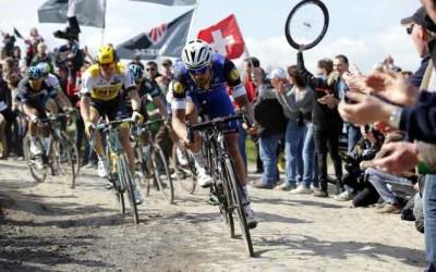Cinco ciclistas y sus dudas en busca de un adoquín