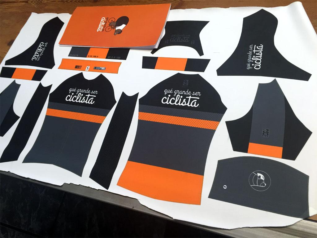 Todas las piezas del maillot y culotte preparadas para entran en la línea de fabricación