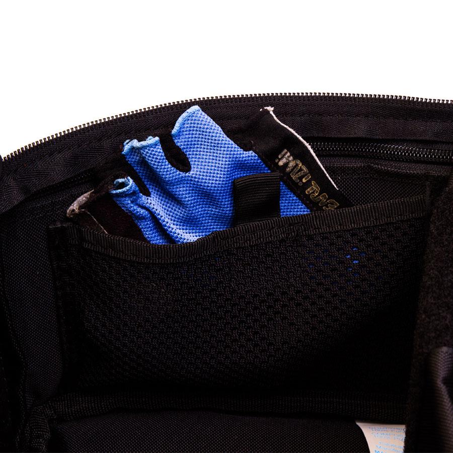 Cuatro bolsillos pequeños con rejilla y velcro